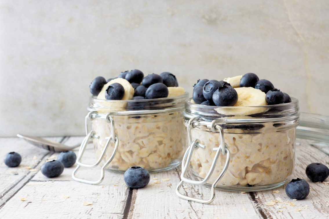 Overnight oats with blueberries, an example of resistant starch